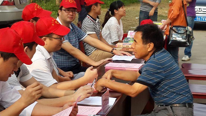 志愿者风采在民生小区久久的回